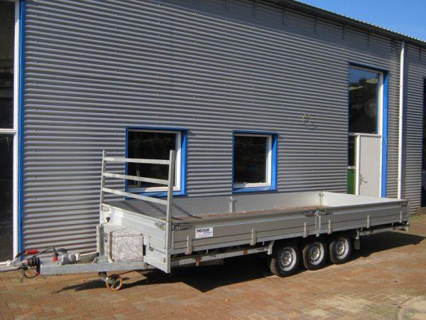 Hulco Medax 502×203 3-asser 3500kg.